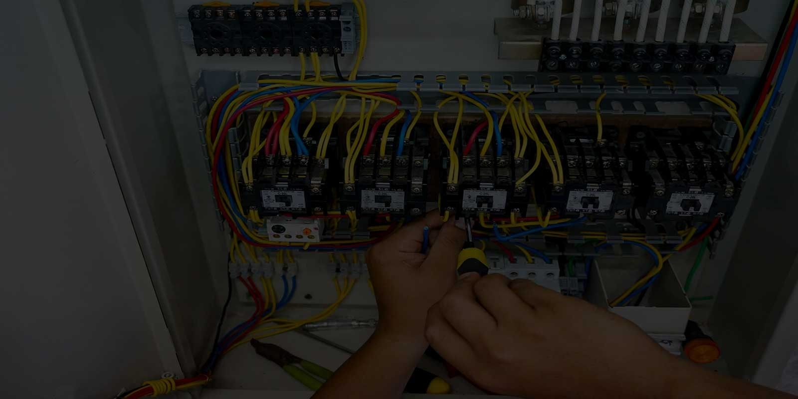 Woodmead electricians backgroundr